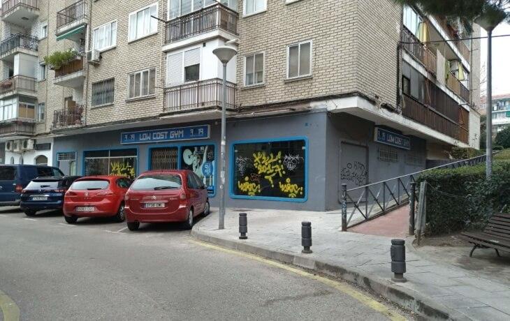 Vista exterior del local comercial en alquiler en Alcorcón, situado en la Calle Polvoranca, 21