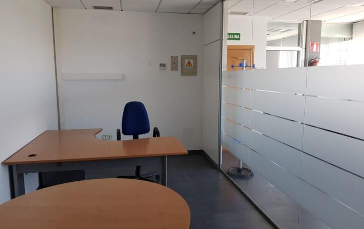 Otra vista de la oficina en alquiler, ideal para un equipo de 2 personas