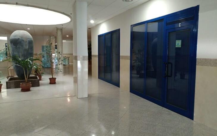 El local comercial está ubicado dentro del centro comercial Prado Overa