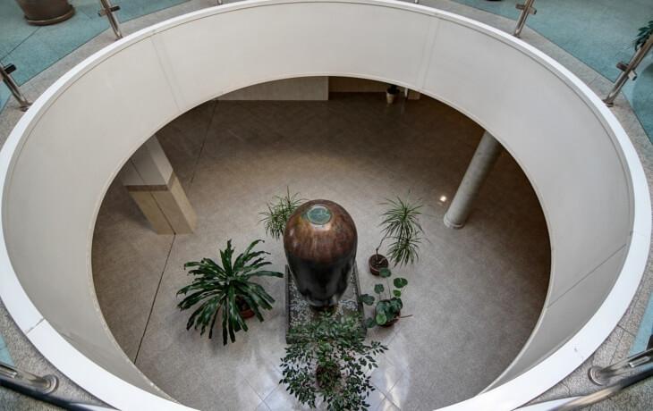 Otra vista del interior del centro comercial